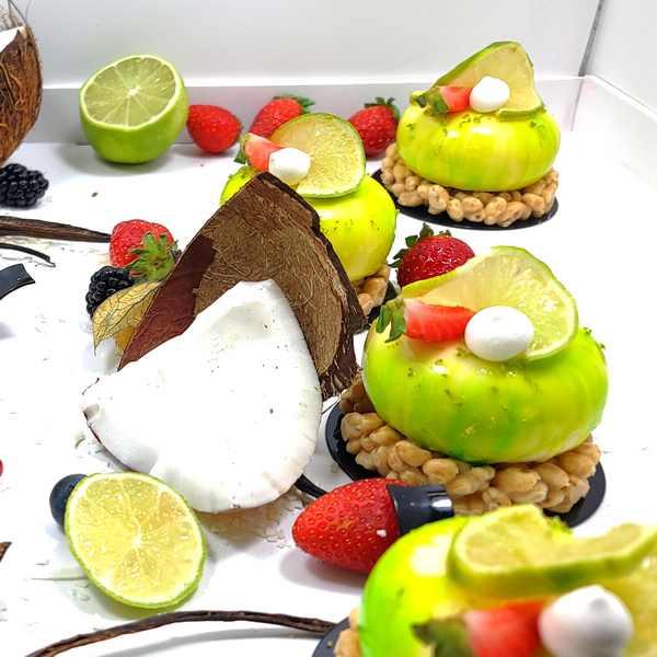 Bavarois citron fraise, chocolat blanc, céréales enrobées, pâtisserie individuelle