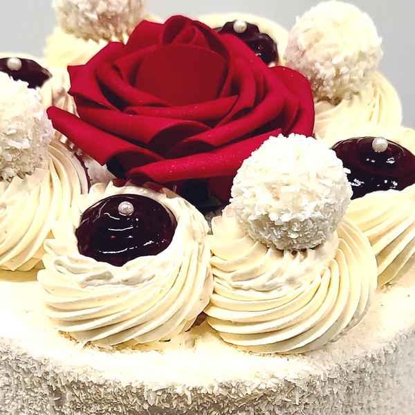 Layer Cake Rafaello à commander en ligne, pâtisserie en ligne Paris et Île de France